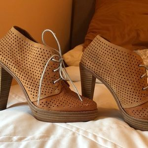 Cole Haan lace-up shoe, tan leather, 4 1/2 heel